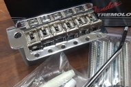 Fender Pure Vintage Stratocaster® Tremolo Assembly